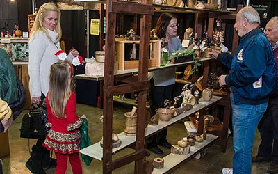 Great Smoky Christmas Arts & Crafts Show: Click for event info.