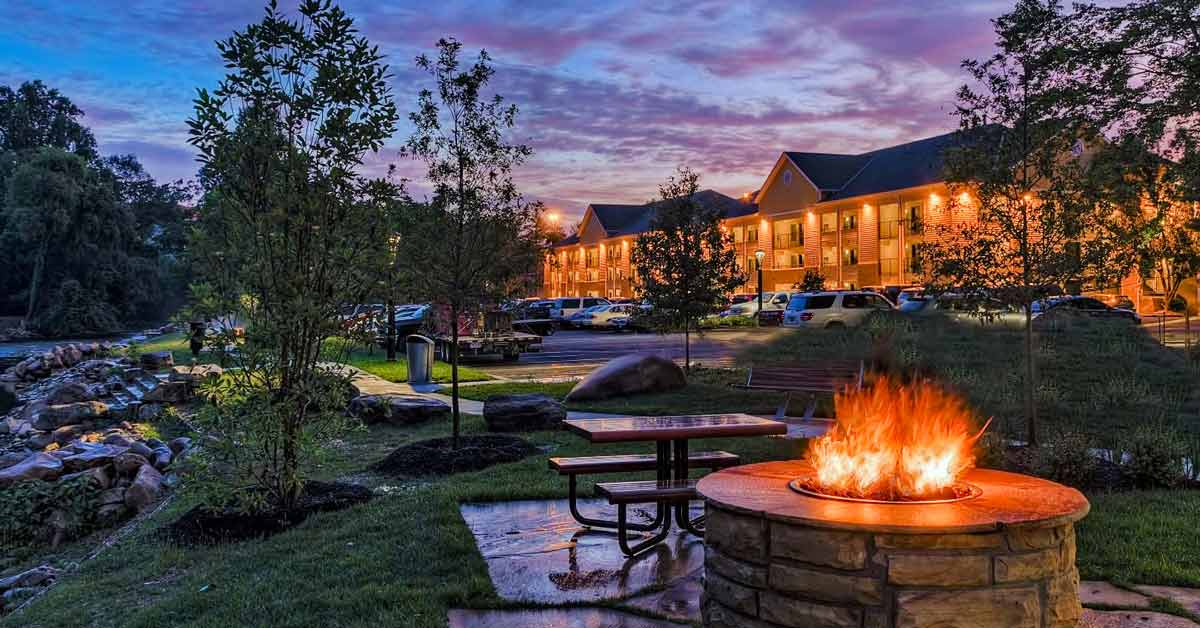 Econo Lodge Riverside Pigeon Forge Hotels Pigeonforge Com
