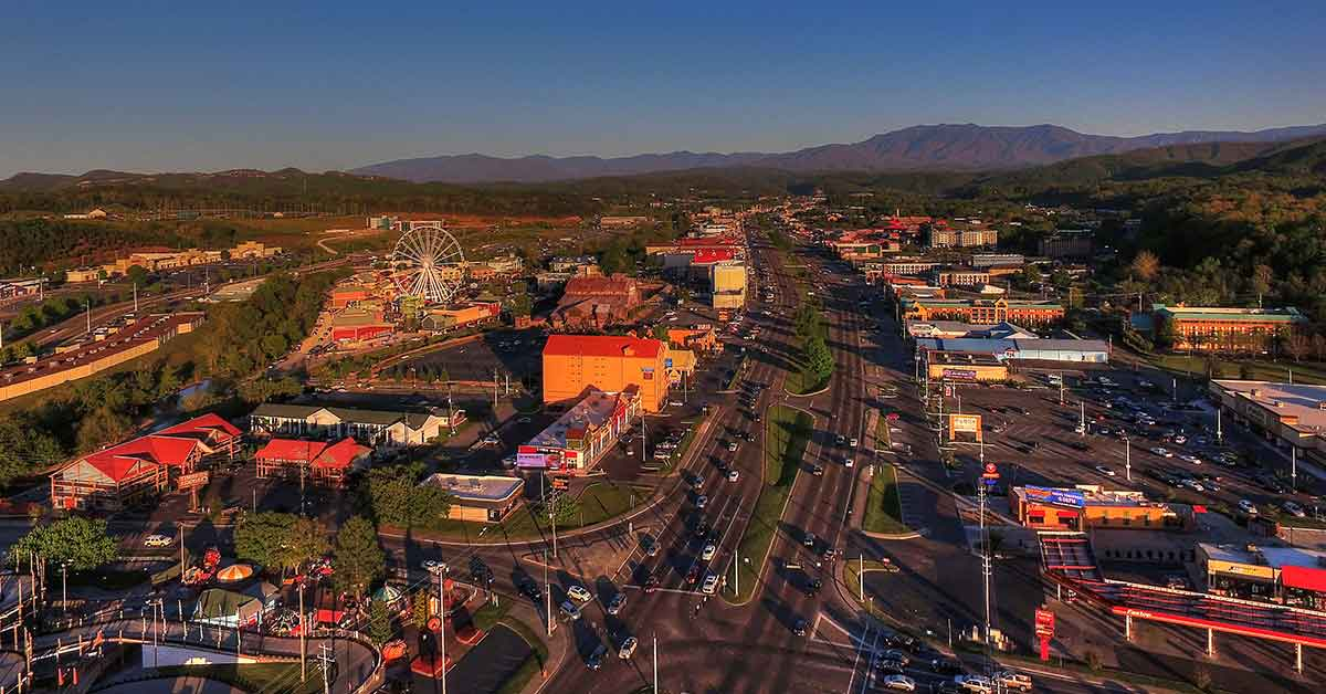 Click to open Top Things To Do On The Pigeon Forge Parkway post
