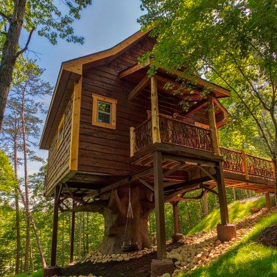 Book Gatlinburg Treehouse