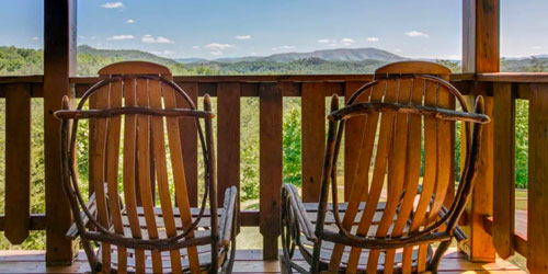 Smoky Mountain Honeymoon Cabins: Click to visit page.