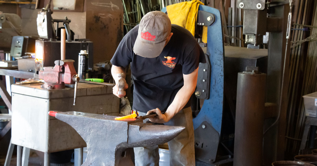 Click to open Make Your Own Knife in Pigeon Forge post