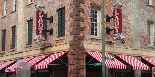 Paula Deen's Restaurant in Savannah: Click to visit page.