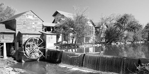 The Old Mill in Pigeon Forge: Click to visit page.