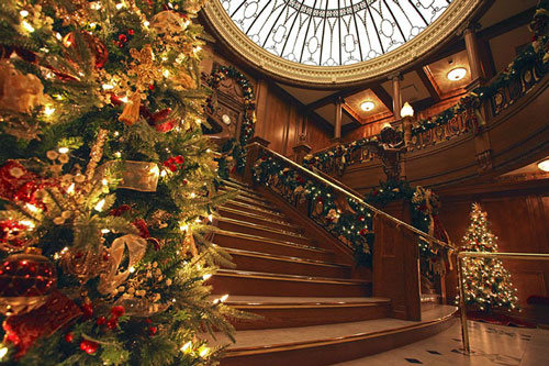 Titanic Museum's grand staircase decorated for Christmas. Click for event info.
